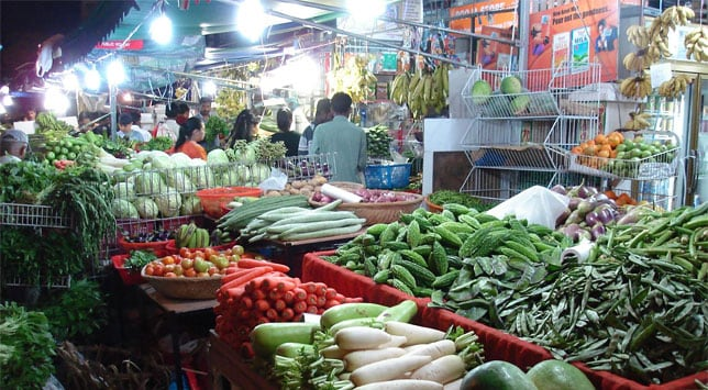 Food inflation plunges to six-year low of 0.42%