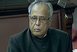 Government to extend help to corporate sector: Pranab