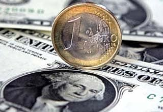 Dollar rises against euro on Greek fears