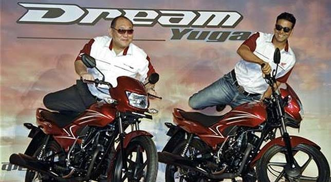 Honda India president Keita Muramatsu (left) and actor Akshay Kumar at the Dream Yuga launch in Gurgaon on Tuesday.