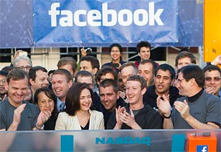 Facebook struggles to convert 900m users into advertising dollars: survey