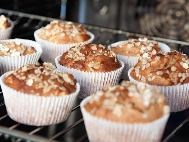 Video : Apple and Oatmeal Muffins
