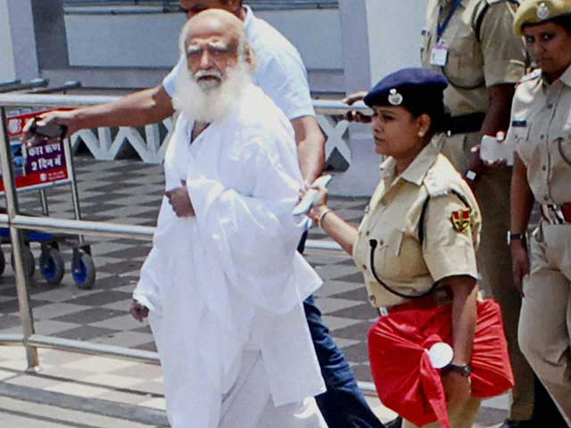 Video : Asaram's bail rejected; cops allege threats, offers of bribe