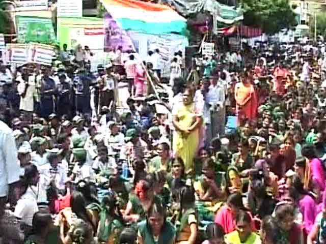 Video : In Tirupati, 50,000 people protest to 'save Andhra'