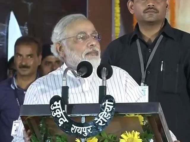 Video : From 'Red Fort' in Chhattisgarh, Modi attacks PM, Rahul Gandhi