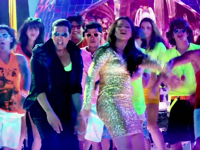 Video : Akshay-Sonakshi set the screen ablaze in <i>Party All Night</i> song