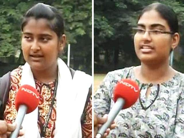 Video : Students welcome Delhi gang-rape case verdict