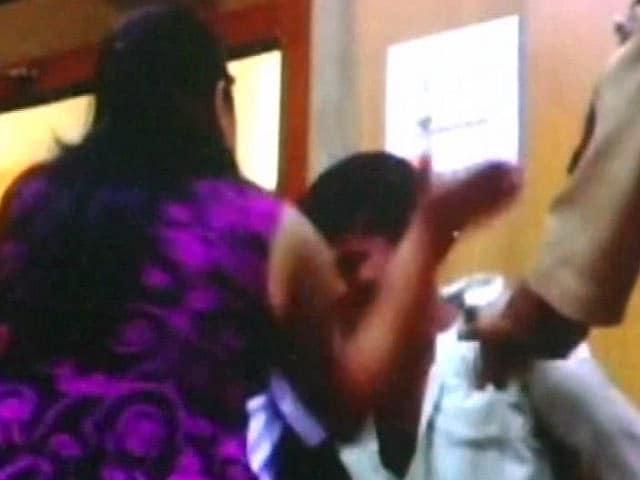Video : थाने में पीड़िता का इंसाफ!