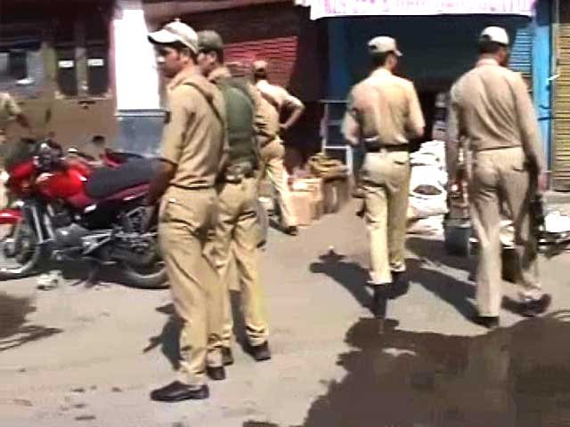 Video : Militants open fire in busy Srinagar market; one CISF jawan killed