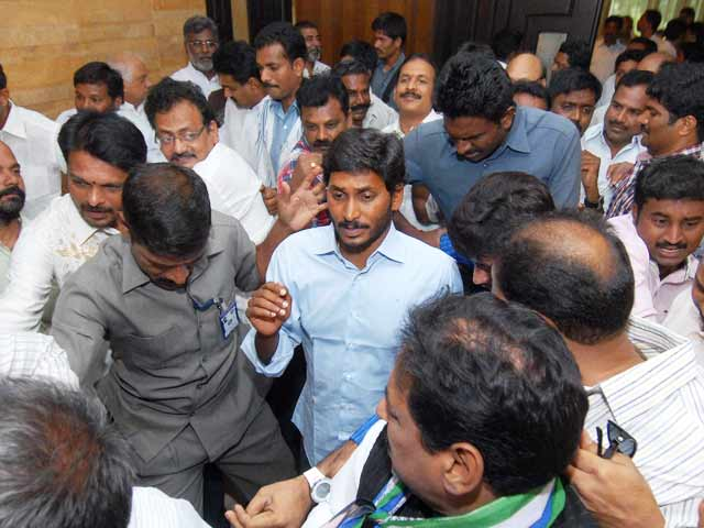 Video : Jagan Mohan Reddy gets bail but can't leave Hyderabad