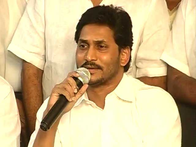 Video : Jagan's praise for Modi suggests he's keeping options open