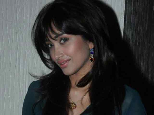 Jiah Khan's mother files petition, seeks CBI inquiry