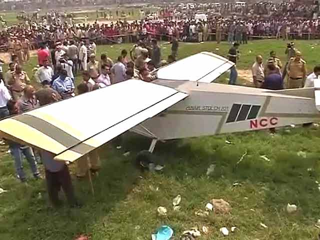 Video : Two-seater plane forced to make precautionary landing in Delhi park