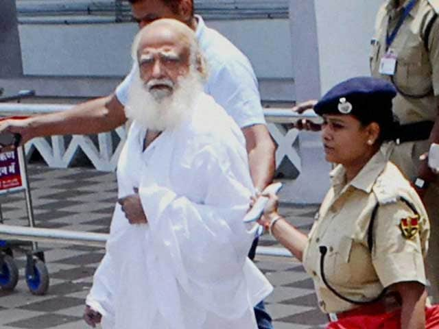 Video : Former attendant to give crucial evidence against Asaram Bapu, say cops