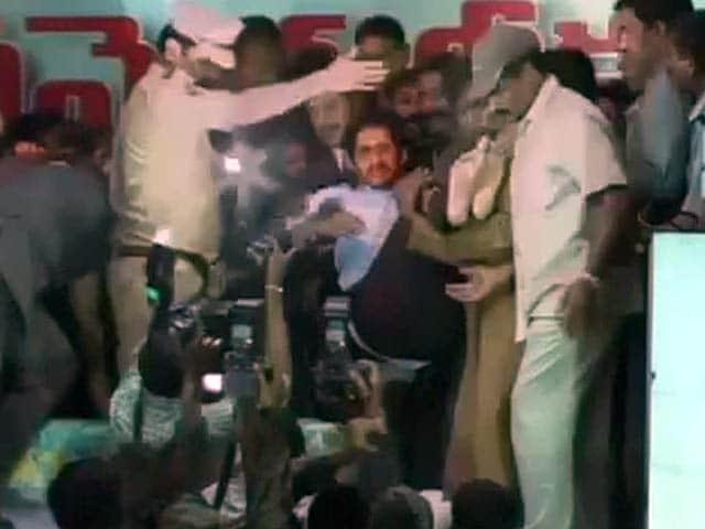 Video : अनशन पर बैठे जगन मोहन को हटाया गया, हिरासत में