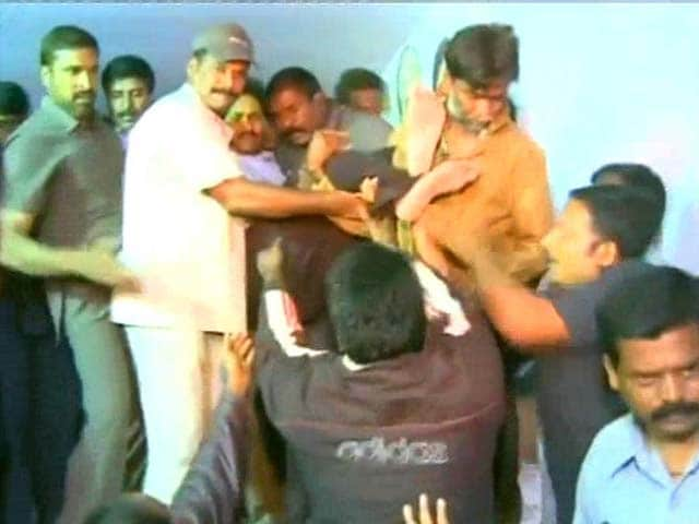 Video : Telangana fallout: Jagan Mohan Reddy taken into preventive custody