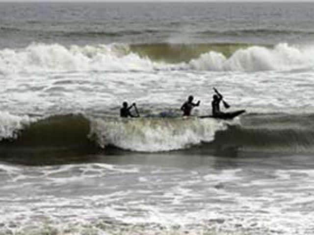 Video : Cyclone Phailin heads for Odisha, Andhra with winds of 200 kmph