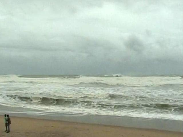Video : Cyclone Phailin may cause tides as high as 3 metres, says MeT department