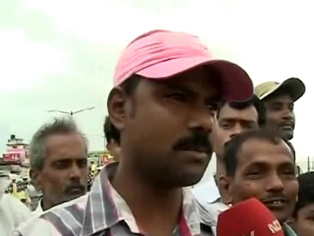 Video : Cyclone Phailin: 'Won't leave, we have full faith in God'