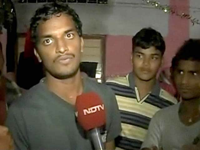 Video : Cyclone Phailin: Andhra Pradesh relief camp suffers power cuts