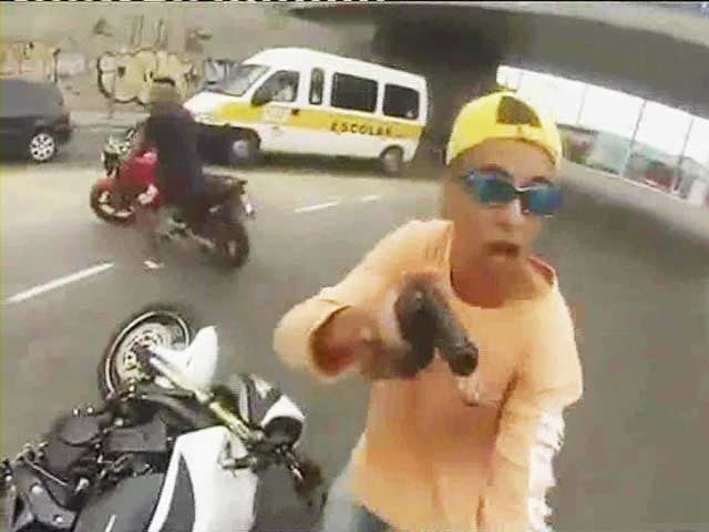 Video : Dramatic video of man shot by police after stealing motor cycle at gunpoint