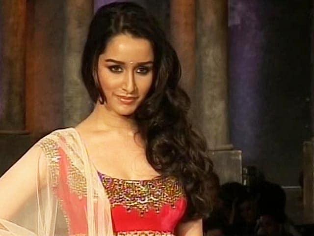 Video : Shraddha replaces Kareena in <i>Gabbar</i>, <i>Singham 2</i>