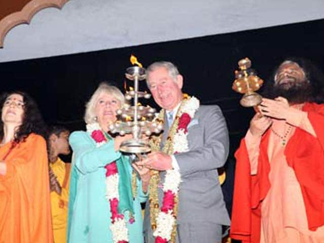 Video : Britain's royal couple attends 'Ganga Arti' on first day of India visit
