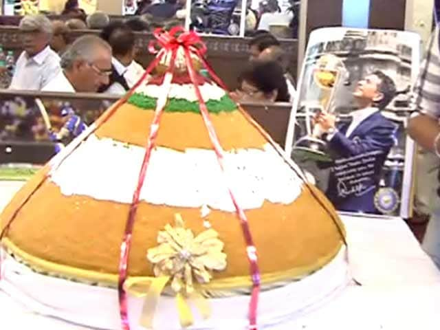 Video : A 200 kg laddoo to say 'Thank you Sachin'