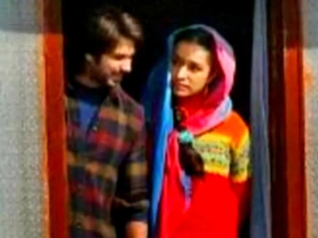 Video : Shahid Kapoor's Haider runs into trouble in Kashmir