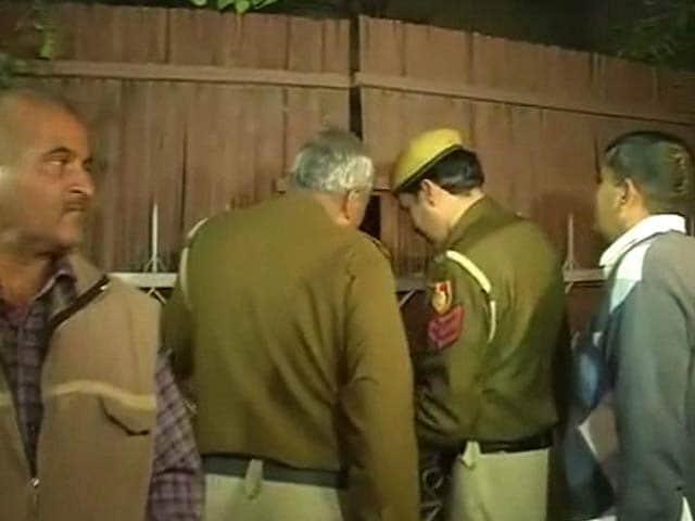 Video : Tehelka case: Goa cops in Delhi with arrest warrant, but Tarun Tejpal not at home