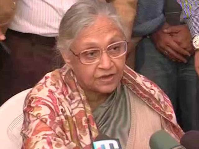 Video : <i>Bewakoof hain na</i>, says upset Sheila Dikshit after losing Delhi