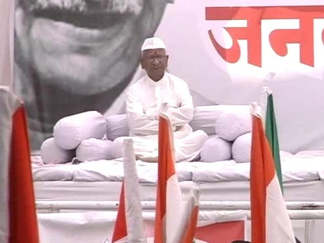 Video : Anna begins fast, says it will be a 'do-or-die' agitation