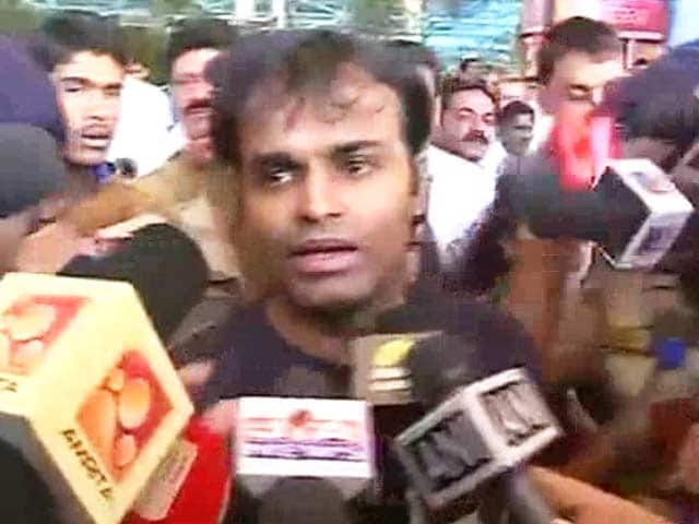 Video : Captain Sunil James, freed from Togo jail after five months, is finally home for baby son's last rites