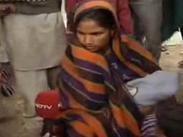 Video : Delhi: demolition drive forces women to deliver on road in freezing cold