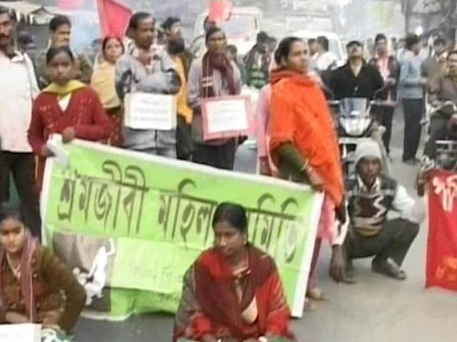 Video : Mamata mum as protests continue over death of teen who was gang-raped