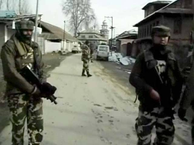Video : Sopore encounter ends, one cop killed, militants escape
