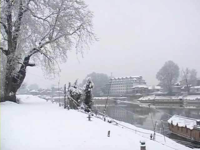 Video : J&K: Fresh snowfall, temperatures to dip