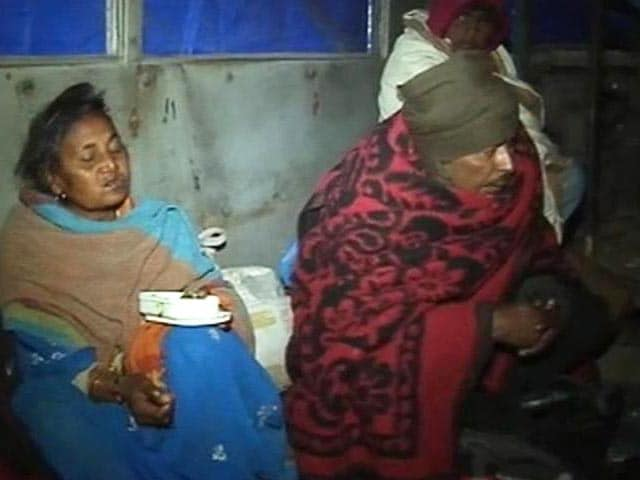 Video : Delhi: Relief for homeless as abandoned buses turn into night shelters