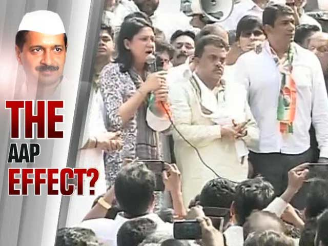 Video : The AAP effect: Congress protest against rising power rates in Mumbai