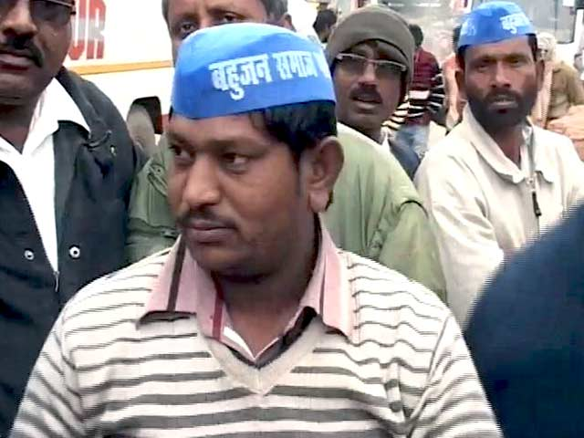 Video : AAP effect? (relatively) low-key birthday for Mayawati, blue caps included