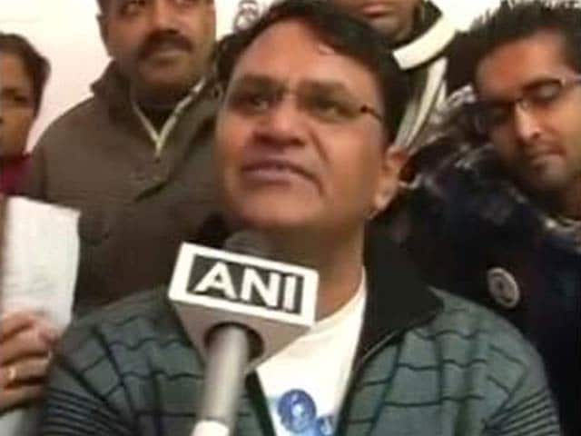 Video : AAP vs AAP: Arvind Kejriwal a liar, says lawmaker Vinod Binny