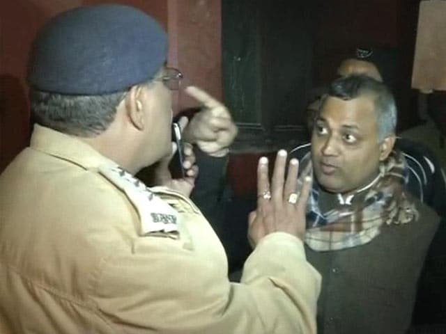 Video : Cops didn't listen to me, the Law Minister: Somnath on failed 'raid'