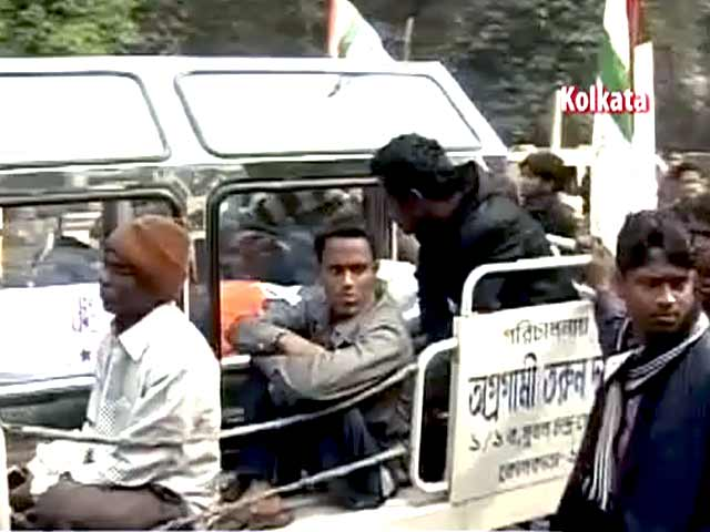 Video : Kolkata: Controversy over student leader's death; Trinamool demonstrates, blames Left