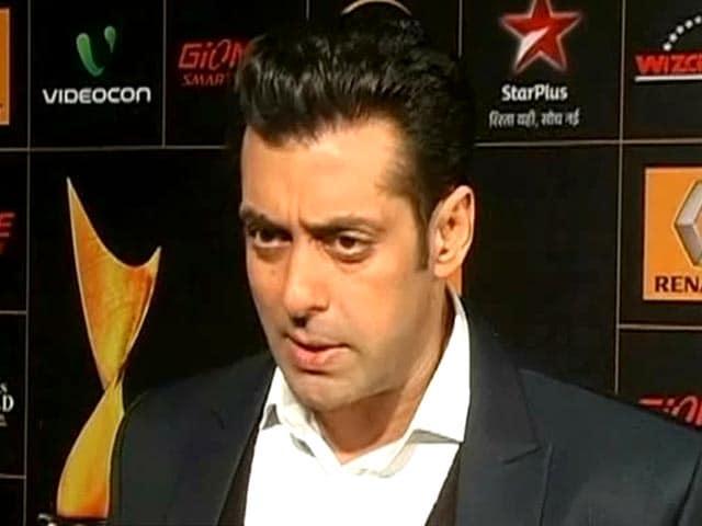 Video : Salman Khan, the perfect host