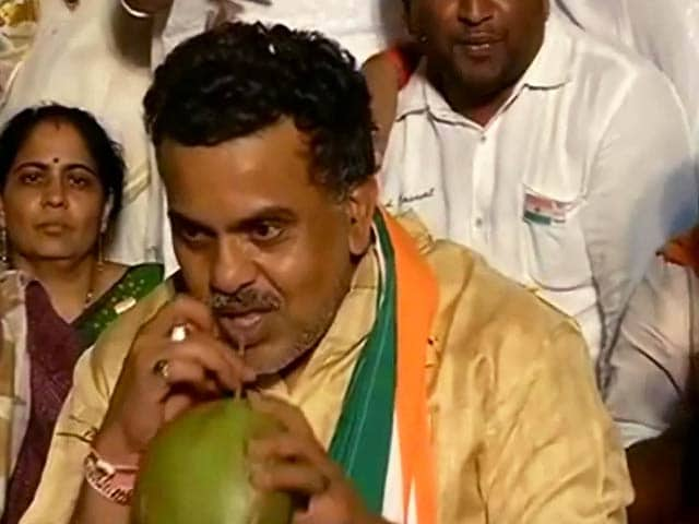 Video : संजय निरुपम ने तोड़ा अनशन