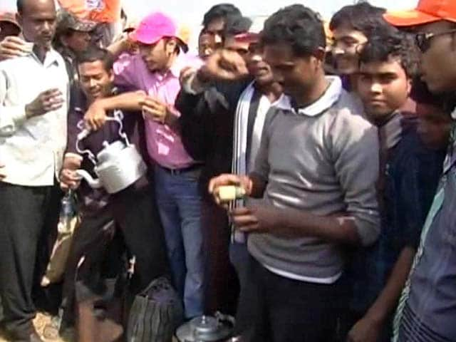Video : Modi-for-PM say <i>chaiwallahs</i> in Kolkata