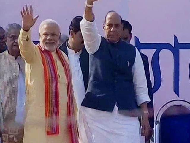 Video : In Bengal, Narendra Modi targets Gandhis, says Pranab Mukherjee should have been PM in 1984 or 2004