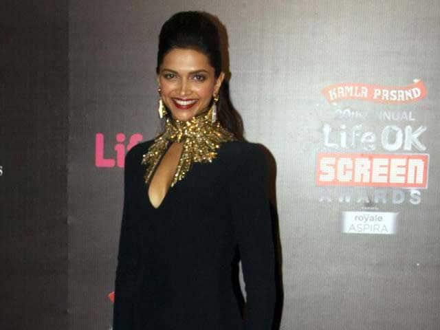 Video : Rajinikanth won't but Deepika will