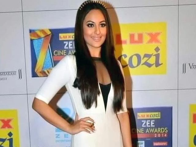 Sonakshi Sinha gets it bang on at the red carpet