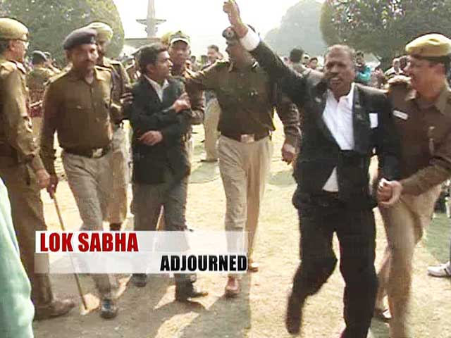 Video : Outside Parliament, Telangana protesters clash